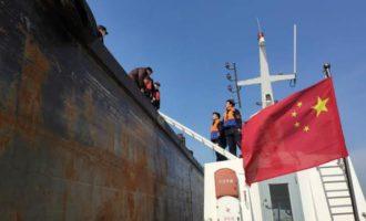 崇明海事局近期查获一艘涉海运输内河船只,船上人员无证驾驶或面临拘留!