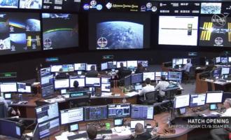 牛逼了!SpaceX的载人龙飞船无人首飞入轨并成功对接空间站。